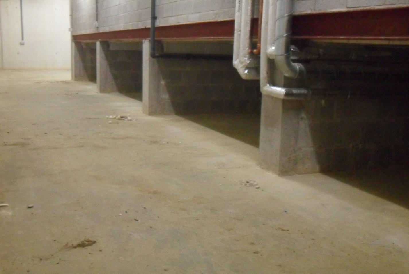 reinigen en onderhouden betonvloeren en betonkelders top cleaning. Black Bedroom Furniture Sets. Home Design Ideas